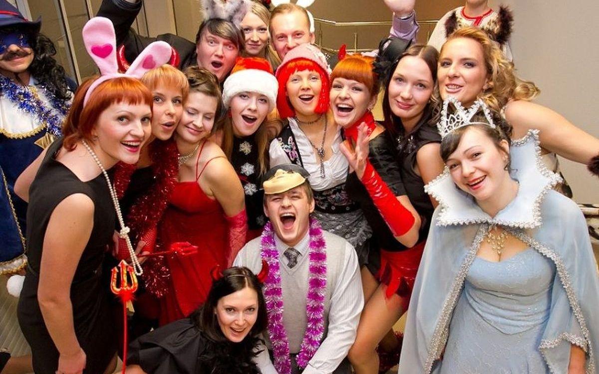 Веселые предсказания на новый год и - при небольшой переделке - на любой другой праздник.