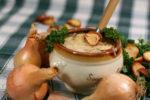 Жителей Елабуги угостили луковым пирогом и супом