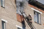 Девятерых взрослых и ребенка спасли пожарные из горящей пятиэтажки в Елабуге