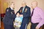 Полицейские Елабуги поздравляют ветеранов с Днем Победы