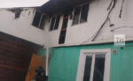 В Елабуге загорелся одноэтажный дом на две семьи, один из жильцов погиб в огне