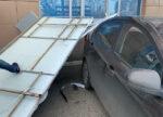 МЧС РТ: В республике штормовым ветром повредило 13 машин и повалило 29 деревьев