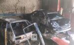 Две легковушки сгорели в автосервисе в Зеленодольске